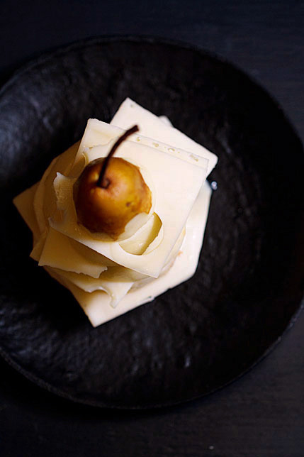 Jarlsberg Cheese and Pears: A Simple Cheese Course