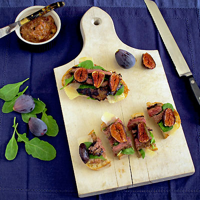 Open-Faced Flank Steak and Arugula Sandwich with Fig & Red Onion Jam ...