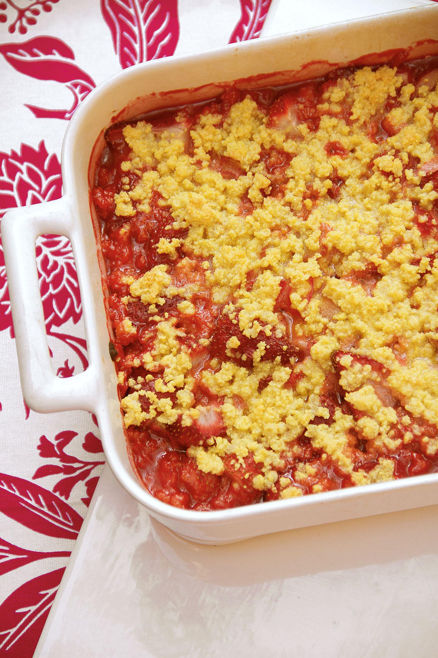 Strawberry-Rhubarb Polenta Crisp - SippitySup